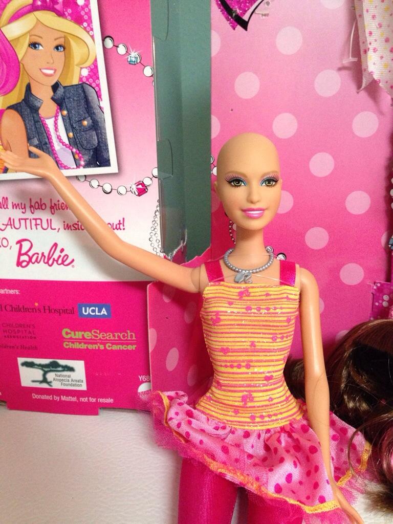 Una barbie calva para las niñas enfermas