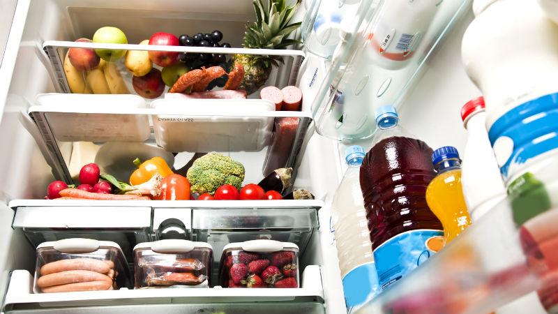 Los 5 alimentos que no deben conservar en el frigorifico